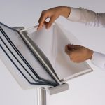Volně stojící stojan se stříbrným držákem 10 ks A4 kapes A-Z Reklama CZ